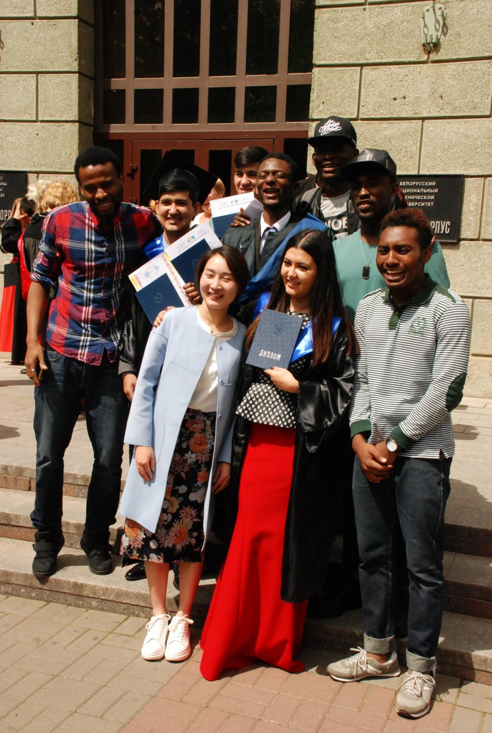 Вручение дипломов иностранным выпускникам