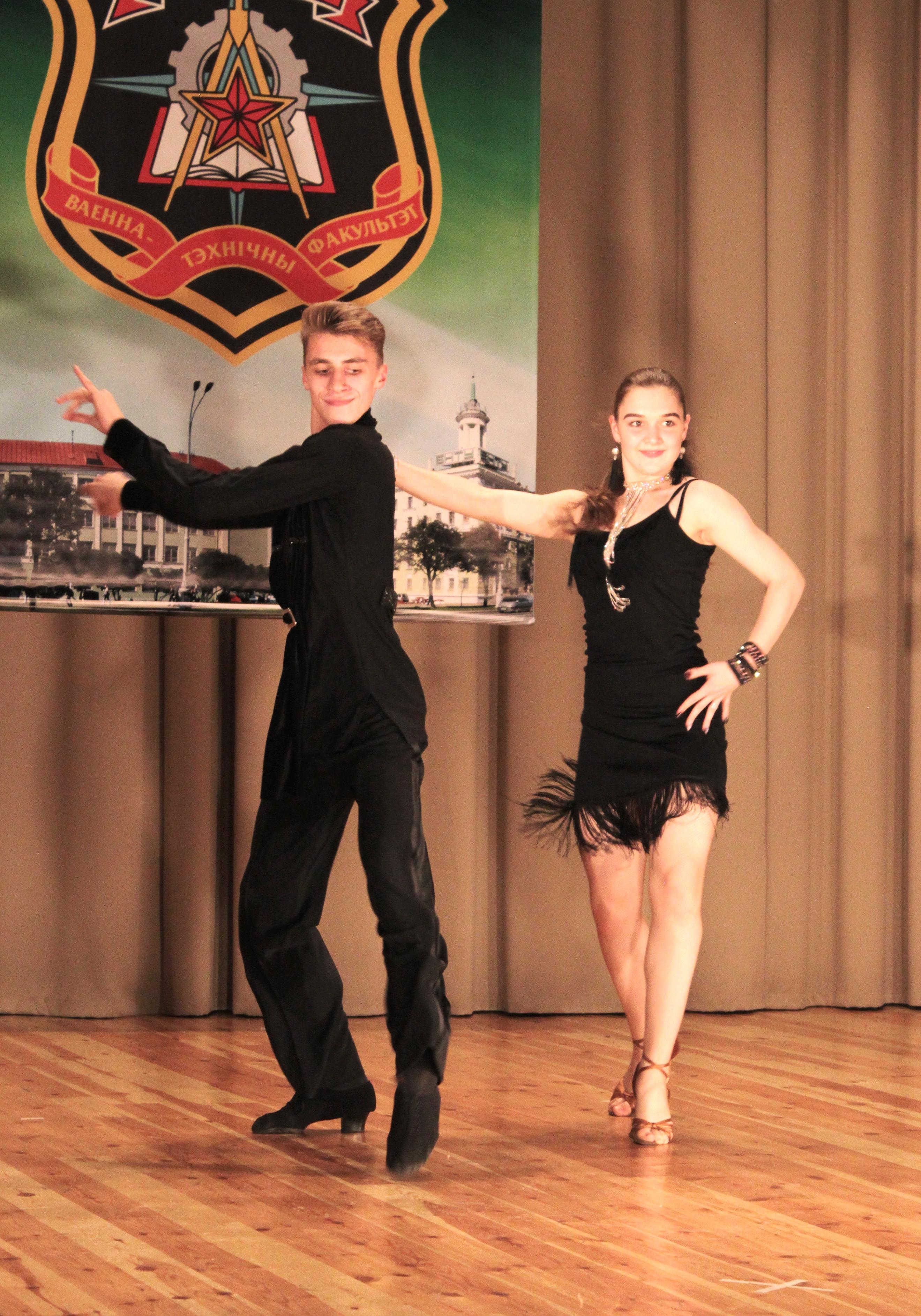Зажигательный танец в исполнении Кирилла Герасименка и Александры Давидович
