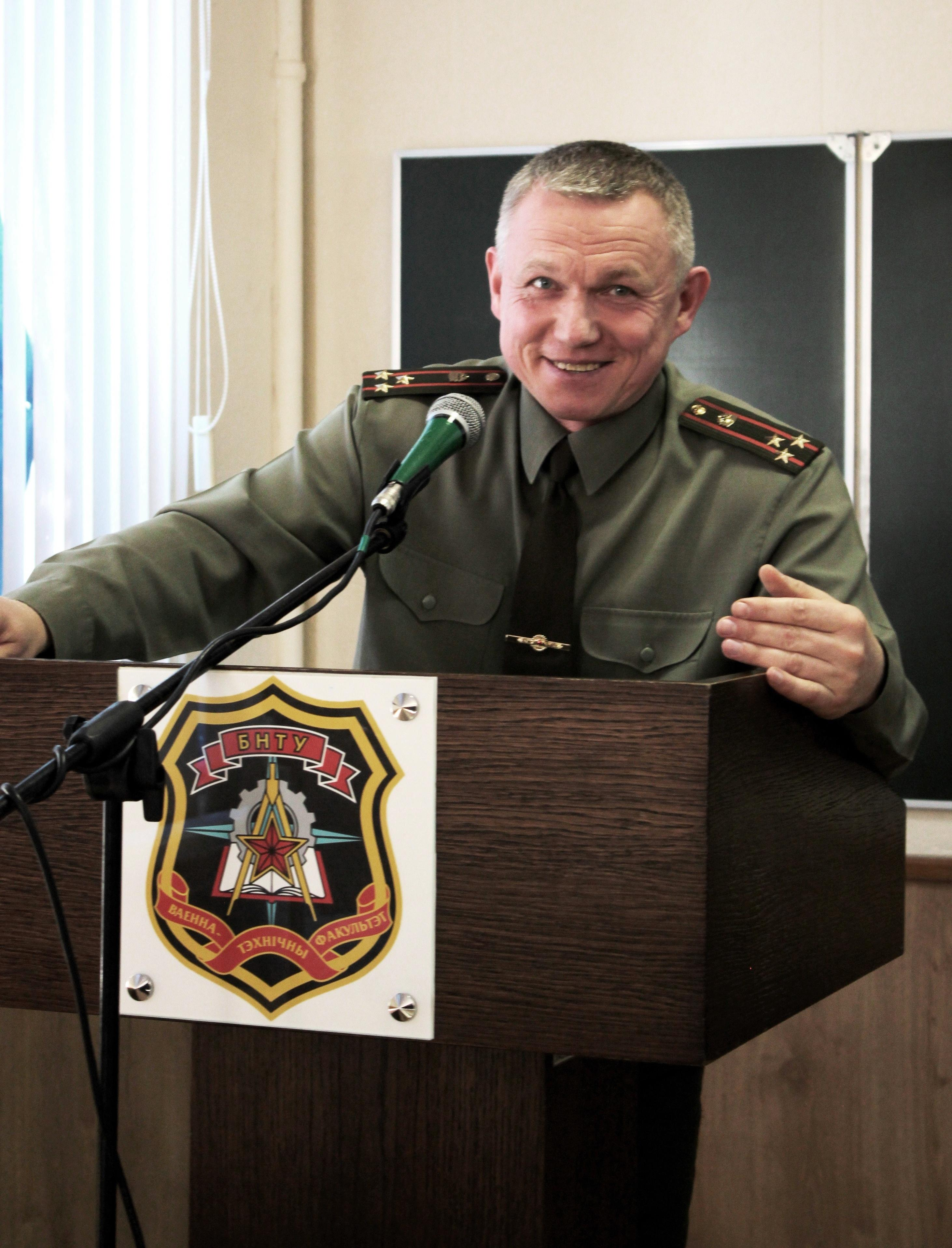 Начальник  факультета полковник Герасимюк А.И. поздравил женщин ВТФ с Днем Матери