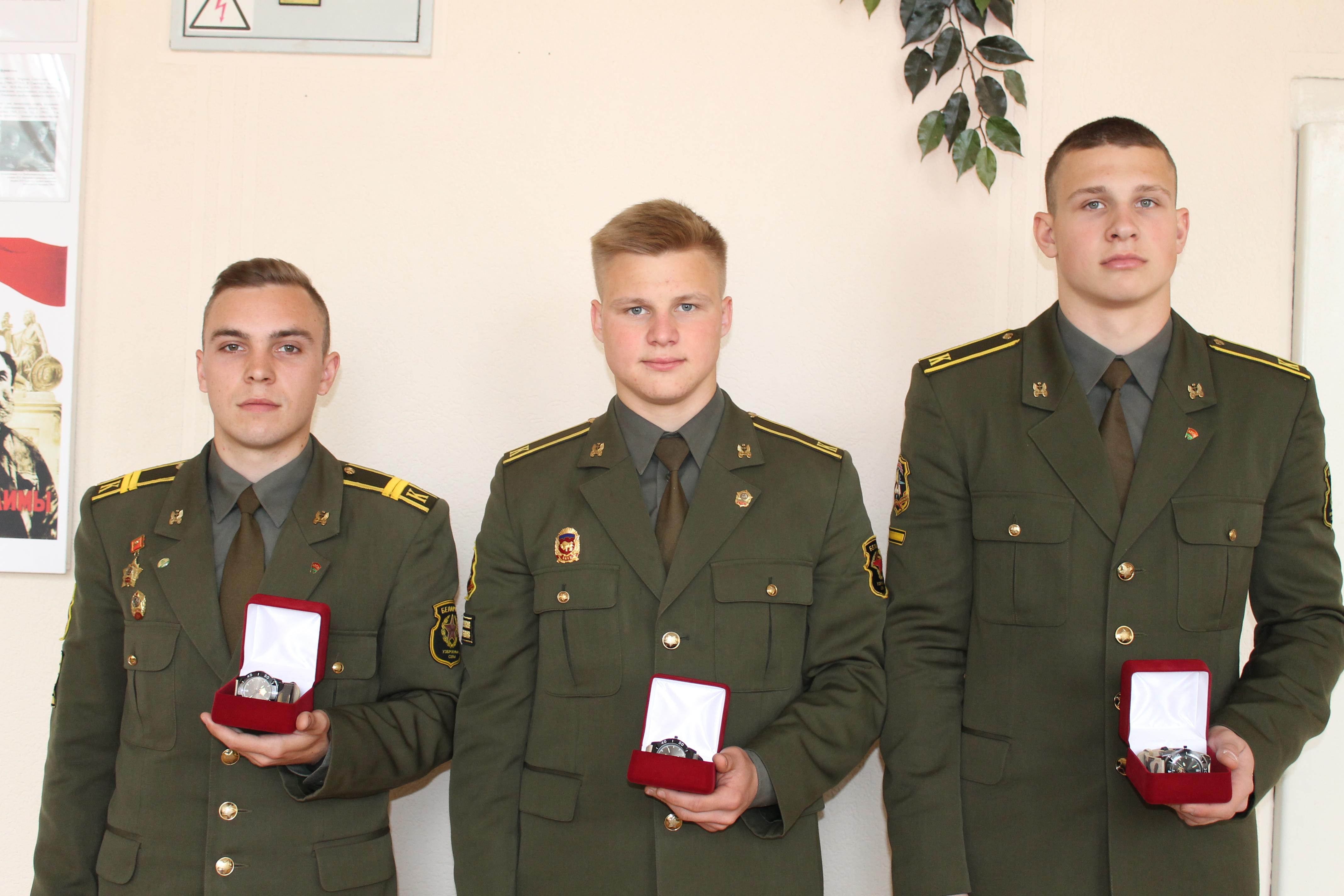 общее фотографирование военнослужащих военно-технического  факультета в БНТУ по гиревому спорту