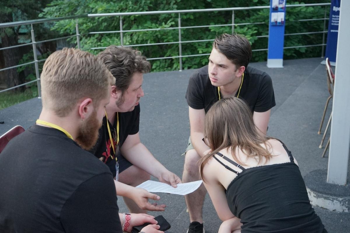 Обсуждение стратегии участия в одном из раундов конкурса управленческих поединков