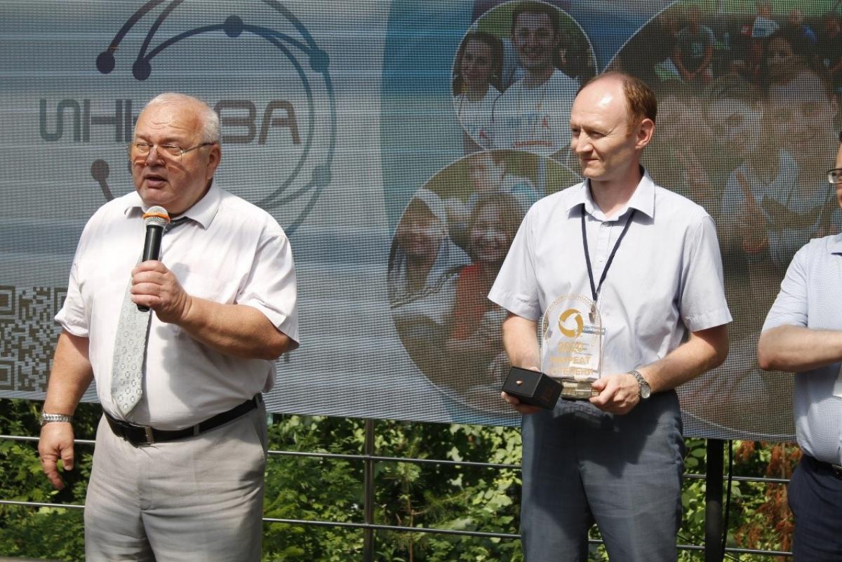 Проректор БНТУ по учебной работе О. К. Гусев и проректор ИжГТУ по учебной работе А. Н. Копысов на открытии ИННОВА-2021