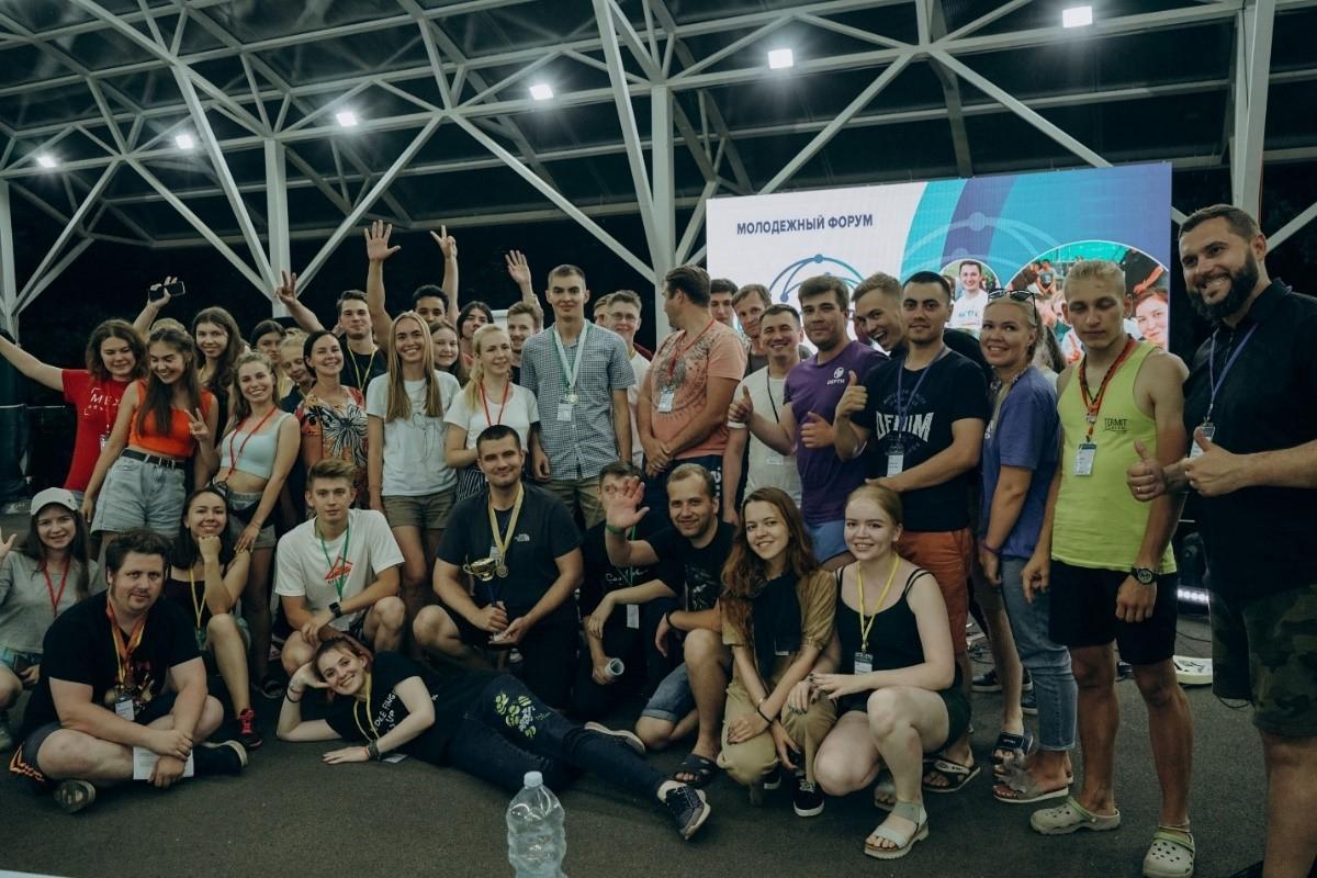 Общее фото с награждения участников конкурса управленческих поединков