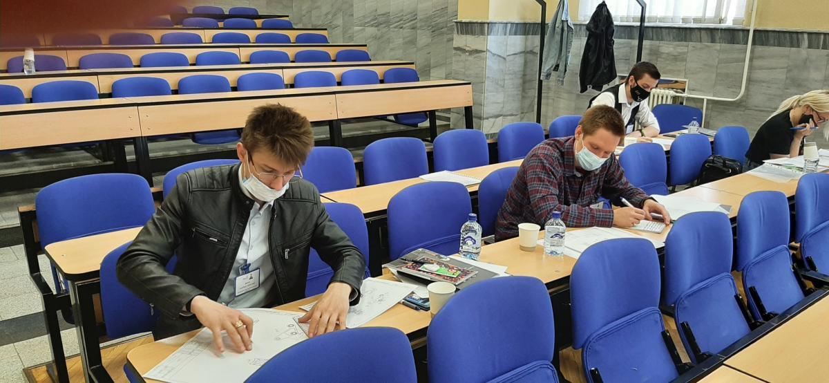 Белорусская команда во время решения олимпиадного задания