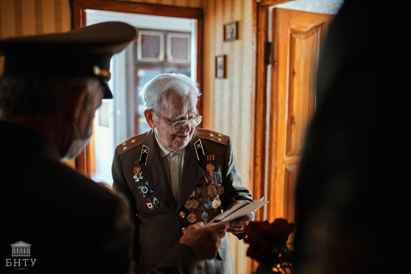 Студенты и работники БНТУ поздравили ветеранов Великой Отечественной войны