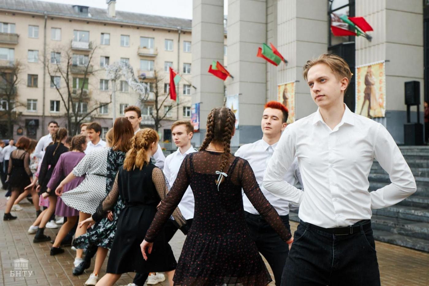 Студенты БНТУ приняли участие в танцевальном флешмобе «Вальс Победы»