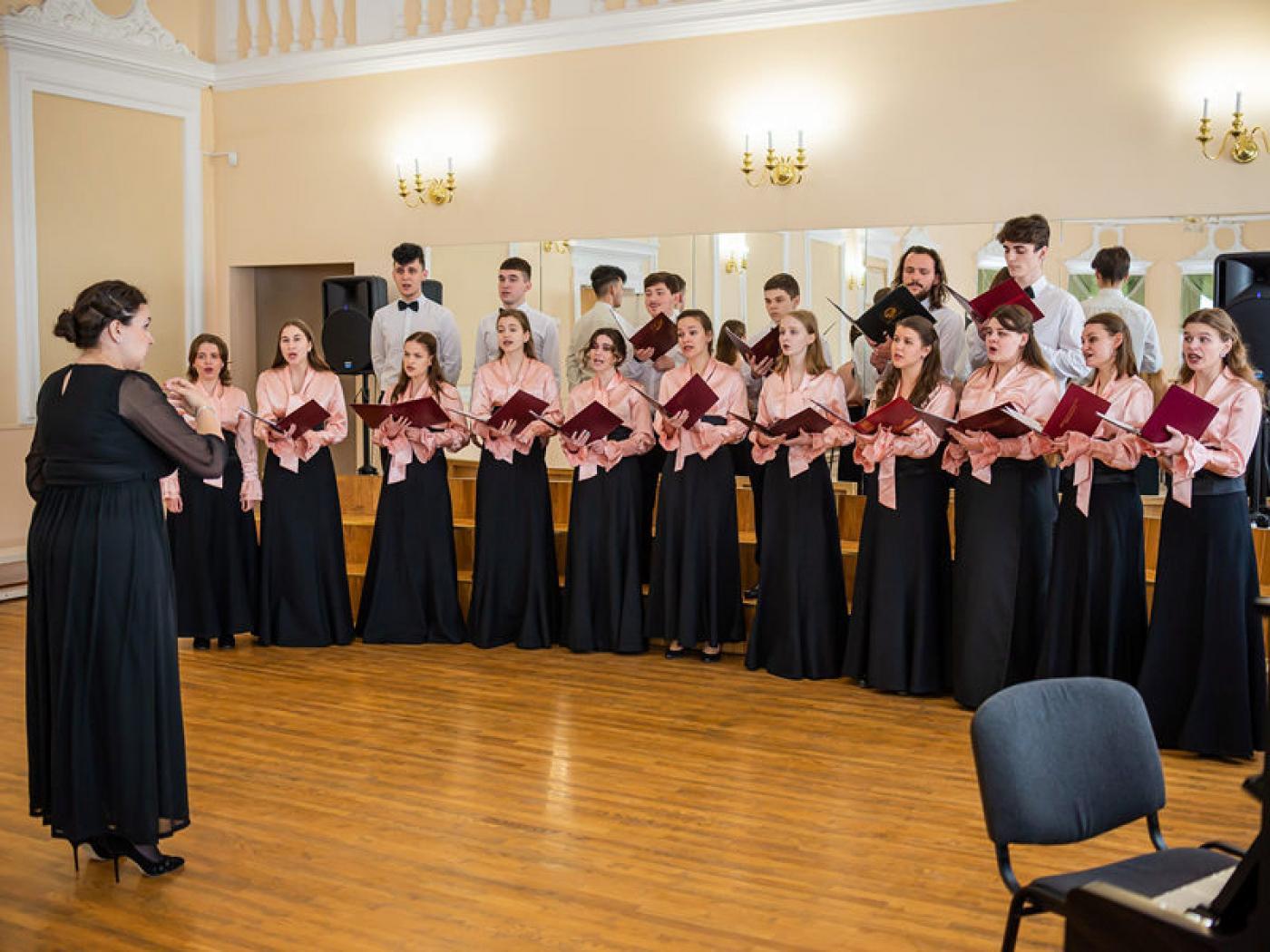 Народная хоровая капелла приняла участие в XV Международном форуме молодежных и студенческих хоров «Папараць-кветка БДУ – 2021»