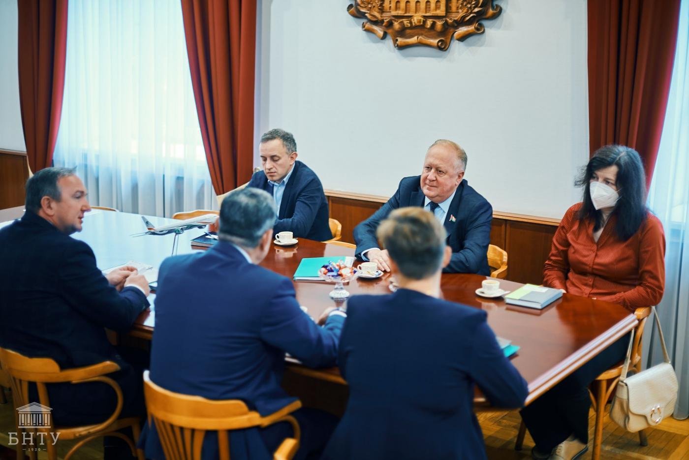 Комиссия по контролю за ходом подготовки и проведения вступительных испытаний в 2021 году посетила БНТУ