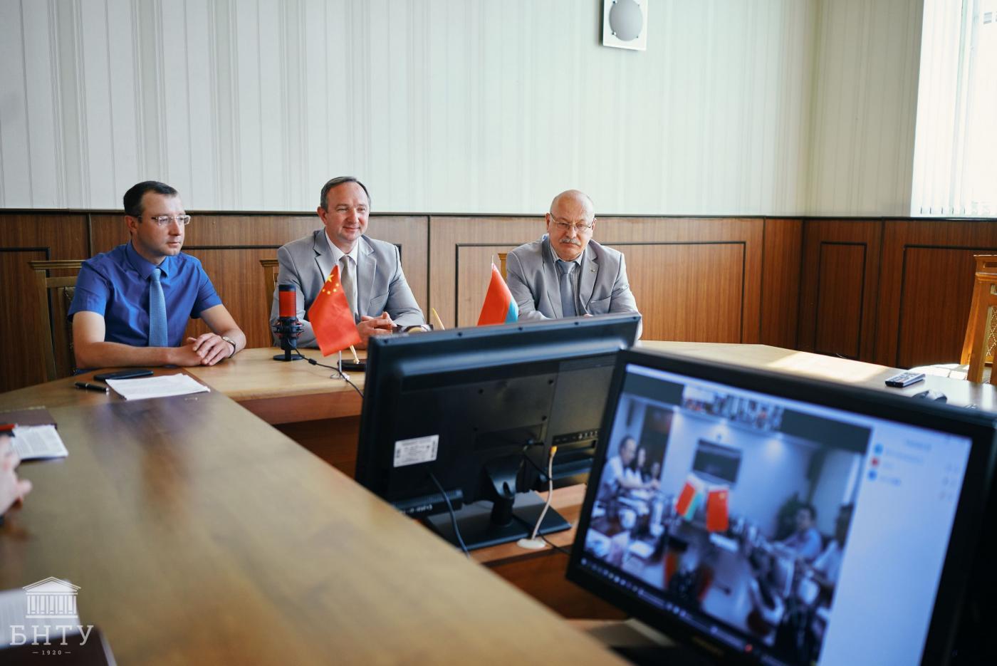 БНТУ подписал договор о сотрудничестве с Шаньдунским транспортным университетом