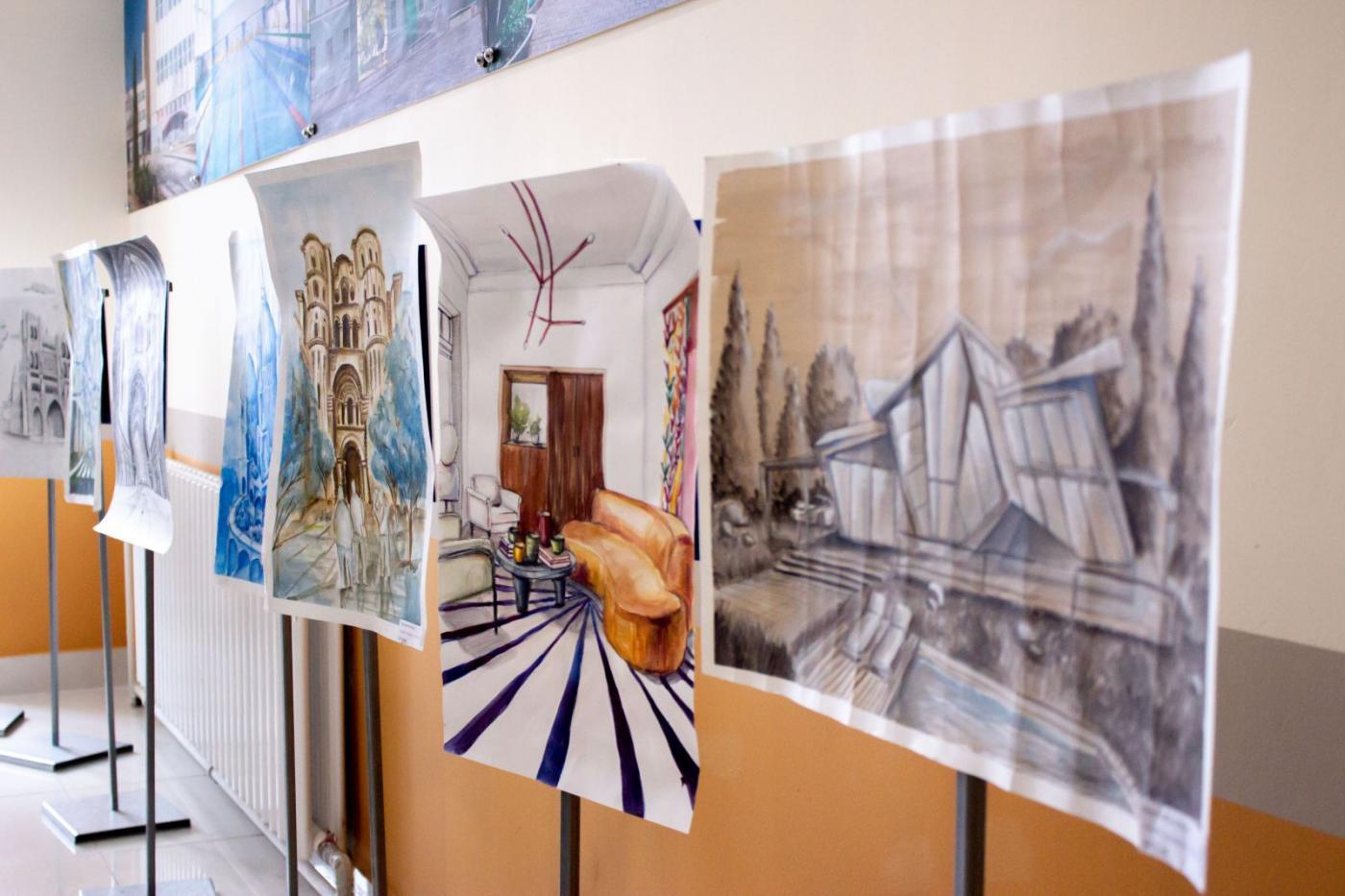 Выставка художественных работ студентов АФ в общежитии № 18