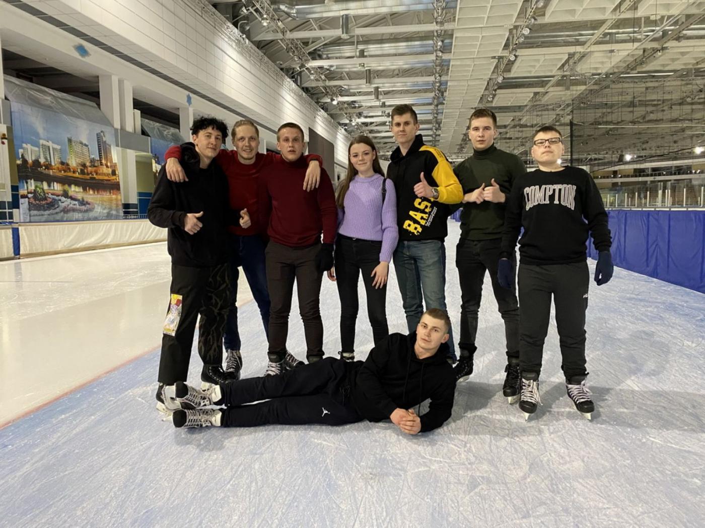 Все на лёд! Студенты МТФ посетили каток в Минск-Арене