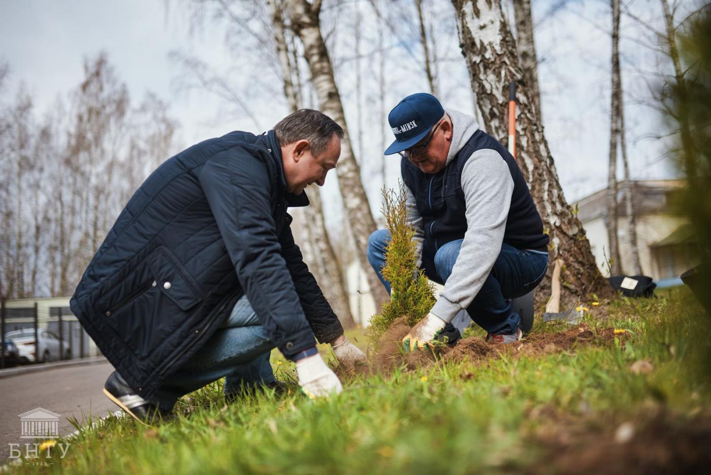 Министр образования посадил деревья в профилактории БНТУ