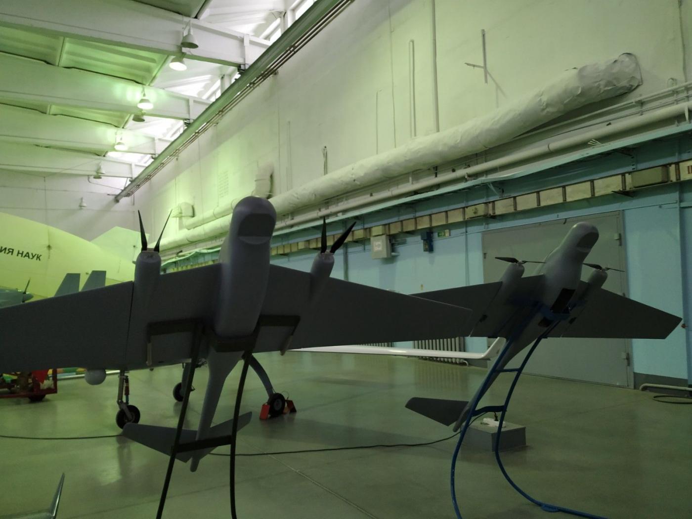 Знакомство международных обучающихся с белорусскими беспилотными летательными аппаратами