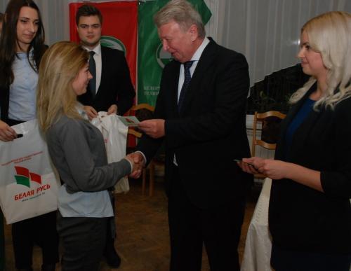 Александр Радьков вручил членские билеты студенческому активу БНТУ